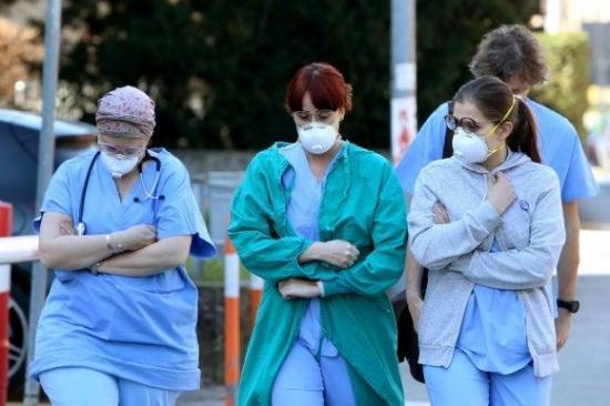 Policía española perseguirá a quienes envíen mensajes contra sanitarios