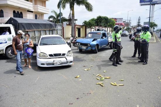 Dos personas quedaron heridas tras un triple choque en la vía Crucita