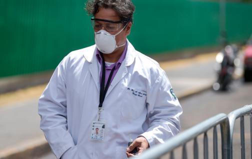 Médicos mexicanos son agredidos por ciudadanos por miedo al COVID-19