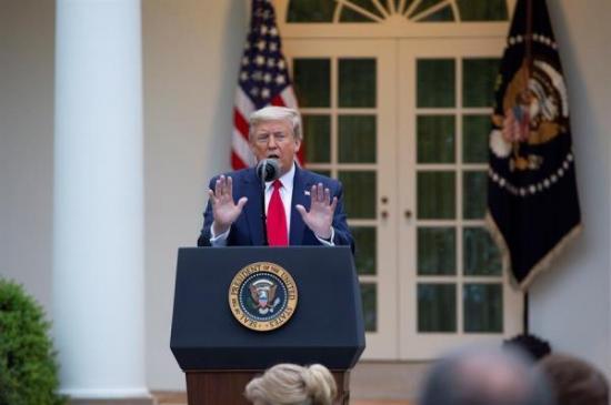 Malos augurios para la economía en América, mientras Trump suspende fondos a OMS