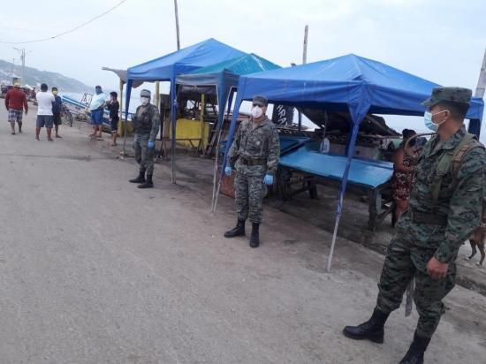 Militares y Jefatura realizan controles en Crucita
