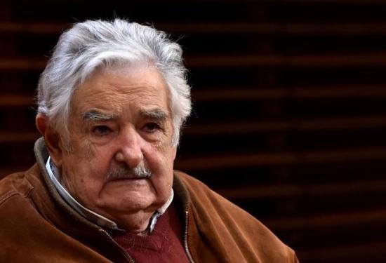 Mujica cree que el Gobierno de Uruguay habla mucho pero da 'poca plata' a los sumergidos