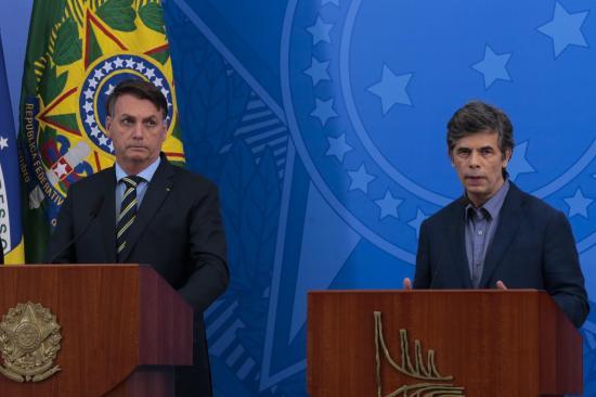 Bolsonaro insiste en reanudar la actividad y reabrir fronteras: ''Es un riesgo que corro''