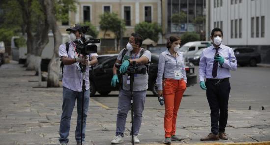 Periodistas piden al Estado y medios en Ecuador protección frente al covid-19