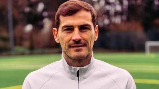 Iker Casillas: 'En nombre del fútbol, gracias a todo el personal sanitario'