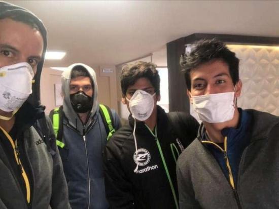 Nadadores retornan a Ecuador tras 45 días anclados en Bolivia por el COVID-19