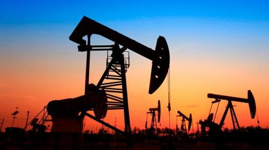 El barril de petróleo cotiza en negativo por primera vez en su historia