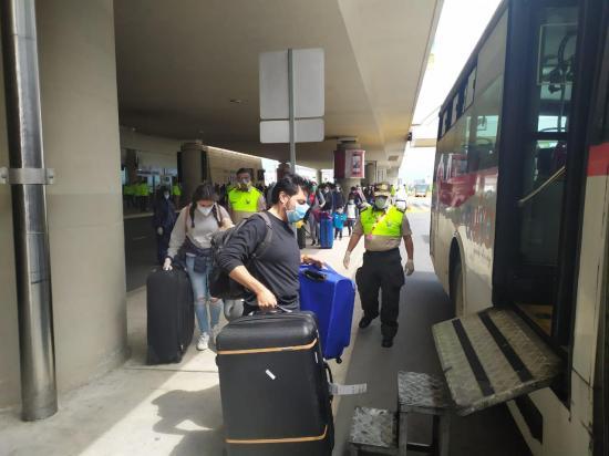Termina cuarentena grupo de retornados a Quito en vuelo humanitario de España