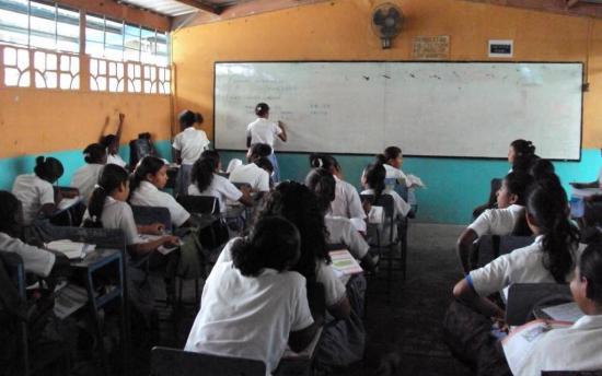Presidente de Ecuador anuncia que las clases del régimen Costa y Galápagos iniciarán el 1 de junio