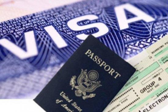 Trump firma una orden que suspende la inmigración legal a EE.UU.