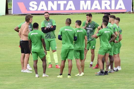 Técnico y jugadores extranjeros de Liga de Portoviejo viajarán de regreso a Argentina