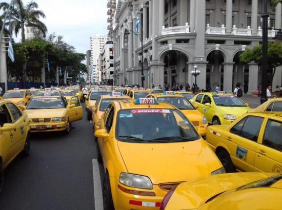 El covid-19 se ceba con los taxistas de Guayaquil