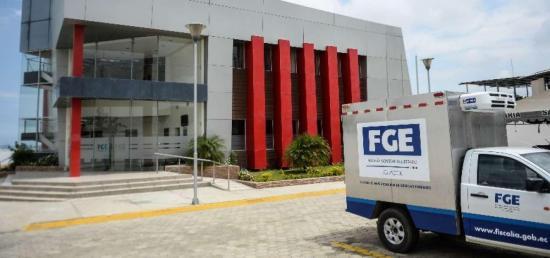 Centro Forense de Manta recibió equipos e insumos para el traslado de los cadáveres