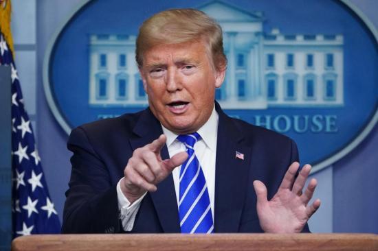 Trump sugiere tratar el coronavirus con ''una inyección'' de ''desinfectante'' o con ''luz solar''