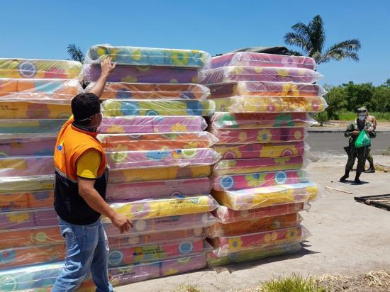 Varios cantones de Manabí reciben kits para equipar los centros de aislamiento