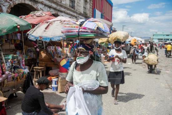 Las aglomeraciones no cesan en Haití a pesar del coronavirus