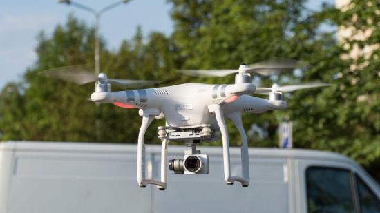 La policía de EE.UU. prueba drones para detectar síntomas de covid-19 como fiebre o estornudos entre la multitud