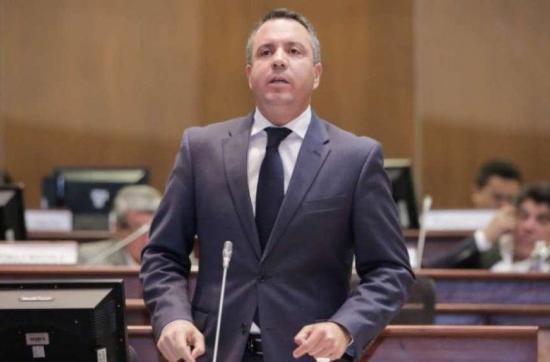 Asambleísta Guillermo Celi reitera que el gobierno se llevó equipos médicos de Manabí