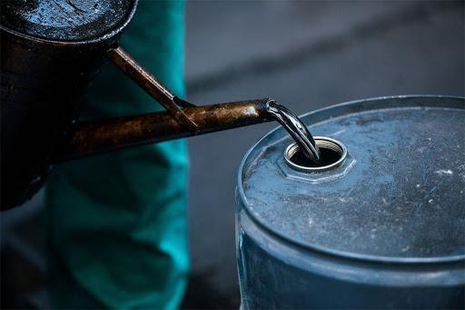 El precio del petróleo de Texas se desploma un 24,3% en otro lunes negro