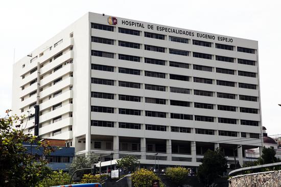 Personal del hospital Eugenio Espejo protesta por la falta de equipos de protección para afrontar pandemia