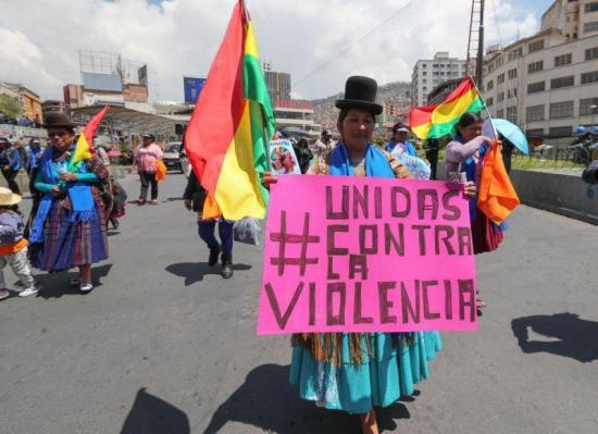 El ataque de un hombre a su pareja y a su hija con ácido indigna a Bolivia