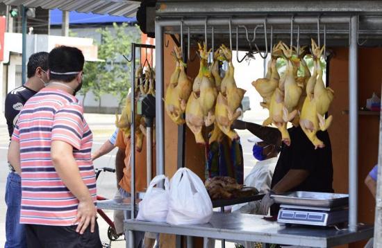 El pollo se podría escasear y también subir de precio en Manabí