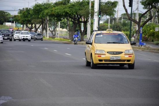 Taxistas en Portoviejo también podrán hacer entregas  a domicilio