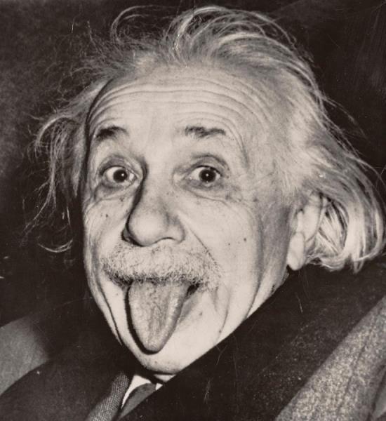 Subastan la copia más antigua de la foto de Einstein sacando la lengua