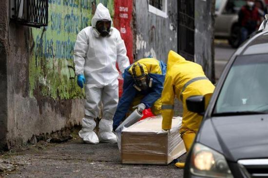 Un hombre de 65 años muere en una calle de Quito y levanta dudas sobre cuarentena
