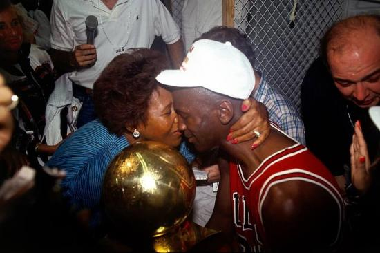 El motivo por el que la madre de Michael Jordan se enojó al ver 'El Último Baile'
