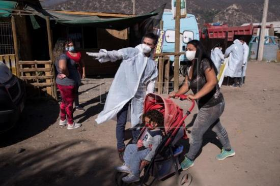 Otorgan asistencia sanitaria a zona vulnerable de Chile afectada por COVID-19