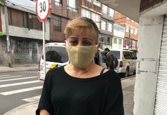 Celadora en Bogotá dice que fue retenida en edificio un mes por la cuarentena