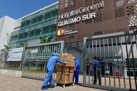LigaPro dona kits alimenticios al hospital del Guasmo Sur