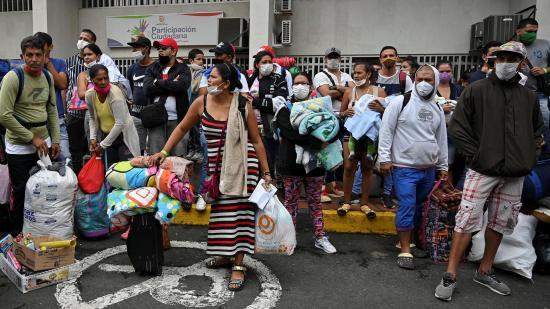 Venezolanos varados entre Ecuador y Colombia inician regreso a casa