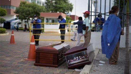 Muertes por COVID-19 en Ecuador suman 2.127 tras confirmarse casos probables