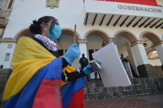 Cientos de estudiantes protestan por recorte a las universidades en Ecuador