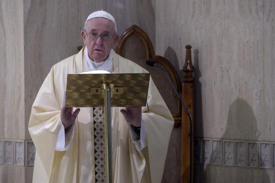 El papa agradece la labor de los enfermeros ante el coronavirus: 'Dan ejemplo de heroísmo'
