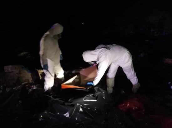 Hallazgo de un ataúd en el botadero de basura causa alarma en Portoviejo