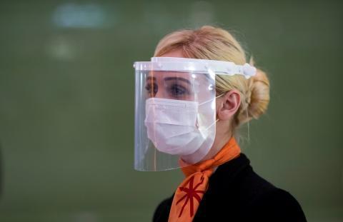 Hablar en espacios cerrados deja restos de coronavirus más de ocho minutos