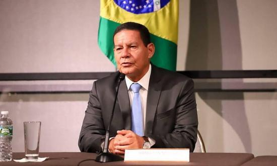 Vicepresidente de Brasil se aisla tras contacto con funcionario con COVID-19