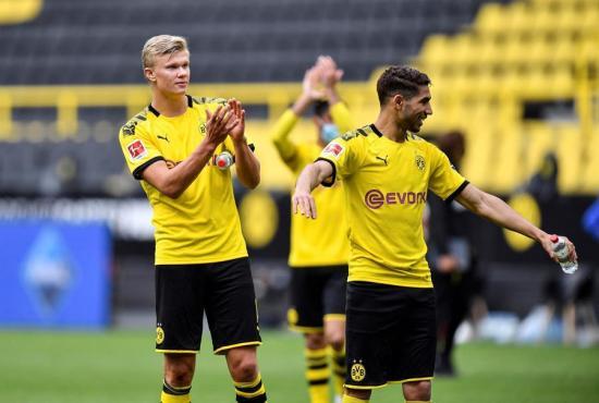 El Borussia Dortmund golea por 4-0 al Schalke en el regreso de la Bundesliga