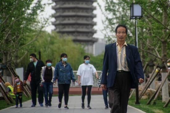 En Pekín ya no es obligatorio usar mascarillas en espacios abiertos