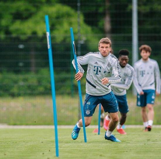 Müller: A los futbolista se nos observa más rigurosamente que al resto de Alemania