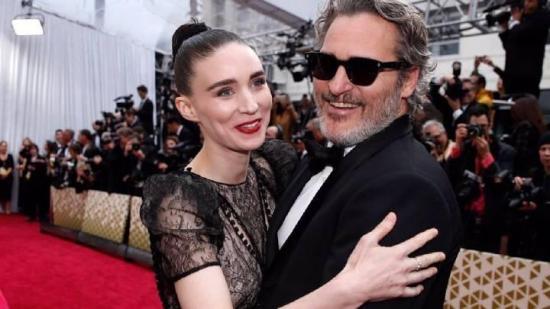 El oscarizado actor Joaquin Phoenix y Rooney Mara esperan su primer hijo