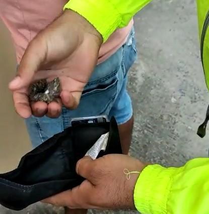 Dos sujetos fueron capturados con droga en la ciudadela Fabián Palacios en Portoviejo
