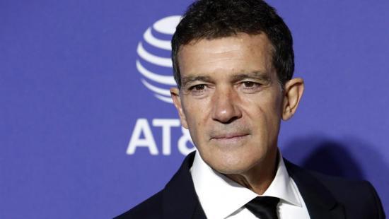 A Antonio Banderas le 'sorprende mucho' que pueda volver el fútbol y no la actuación