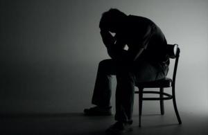 Vivir solo y con poco contacto social aumenta casi un 50% el riesgo de morir
