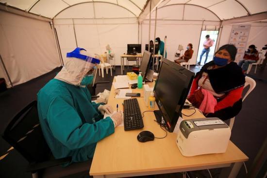 El sistema sanitario en Quito está a tope, admite la prefecta de Pichincha