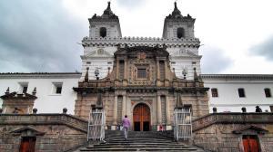 Ecuador abrirá sus templos e iglesias por 15 minutos, anuncia ministra Romo