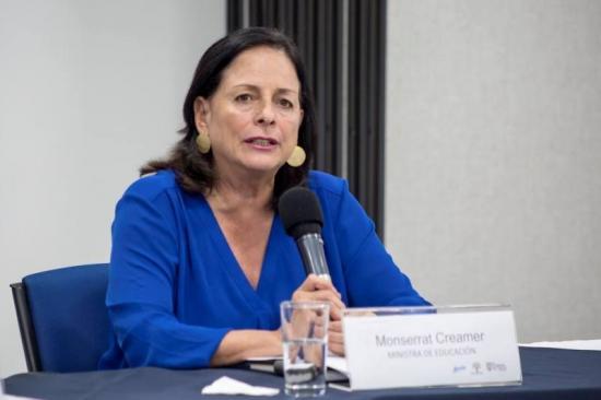 Ministra de Educación sostiene que se le baja el sueldo a los docentes para preservar empleos
